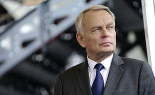 Le Premier ministre Jean-Marc Ayrault exhorte les dirigeants du groupe PSA, vendredi lors d'une visite à Nantes, de répondre à plusieurs questions précises sur le plan de suppression de 8.000 postes en France annoncé jeudi.
