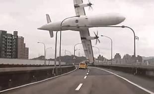 Un avion de la TransAsia s'est crashé dans une rivière à Taïwan.