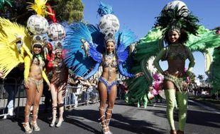 Des danseuses participent à la 132e édition du carnaval de Nice, le 13 février 2016