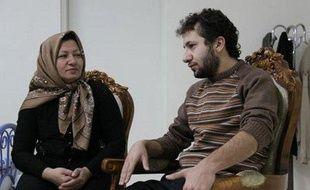 Sakineh Mohammadi Ashtiani et son fils à leur domicile, sur des images diffusées par la télévision iranienne le 9 décembre 2010