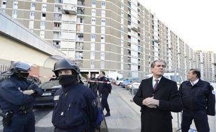 Le corps d'un homme a été retrouvé dans la nuit de vendredi à samedi carbonisé à l'intérieur d'un véhicule incendié dans une cité des quartiers nord de Marseille.