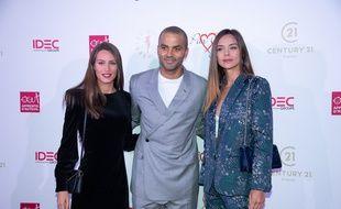 Lou-Anne Lorphelin (à gauche), vient d'être élue Miss Bourgogne, huit ans après sa sœur Marine (à droite de la photo). Ici avec Tony Parker en 2019 lors d'un gala à Paris.