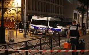 Un homme a attaqué des passants, armés d'un couteau et d'une barre de fer, sur le bassin de la Villette.