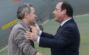 Didier Francois accueilli par François Hollande le 20 avril 2014 à Villacoublay