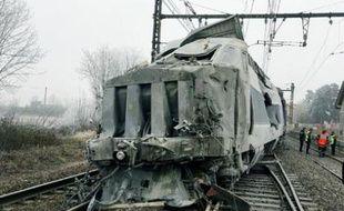 La collision entre un TGV Paris-Genève et un camion a fait un mort dans l'Ain mercredi 19 décembre 2007