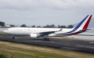 Nicolas Sarkozy étrenne jeudi, pour se rendre au sommet du G20 à Séoul, le nouvel avion long-courrier mis à la disposition du gouvernement par l'armée de l'air, un Airbus A330-200 entièrement réaménagé.