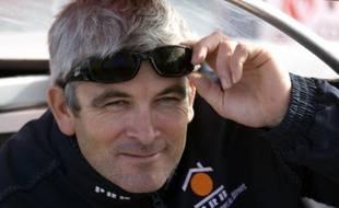Le skipper français de PRB, Vincent Riou, au départ du Vendée Globe, le 9 novembre 2008.