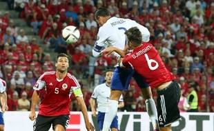 Lorik Cana ici face au Portugal de Ronaldo.