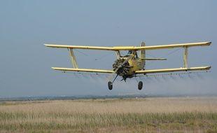 Un avion de l'EID lors d'une campagne d'épandage.