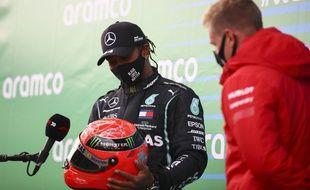 Hamilton avec la casque de Michael Schumacher, le symbole est magnifique.