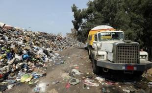 Une montagne d'ordures à Karantina, une zone industrielle dans la banlieue de Beyrouth, le 14 septembre 2015