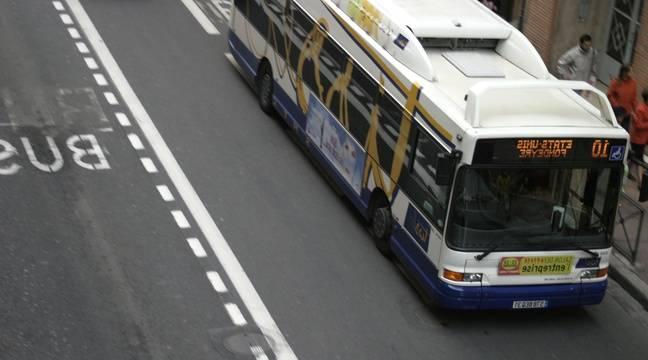 nice un faux bus lignes d 39 azur faisait la navette entre l 39 a roport et le centre ville. Black Bedroom Furniture Sets. Home Design Ideas