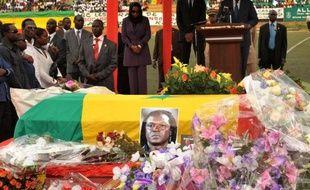 Un stade et une rue de Ziguinchor, en Casamance (sud), selon la mairie, porteront le nom de l'ex-star du football sénégalais, Jules Bocandé, décédé le 7 mai en France et qui doit être inhumé mercredi dans sa ville natale, au lendemain d'un hommage national à Dakar.