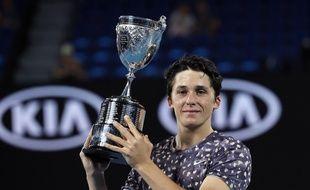 Harold Mayot avec son trophée, le 1er février 2020 à Melbourne.