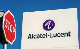 Le logo Alcatel-Lucent, le 15 avril 2015 à Calais
