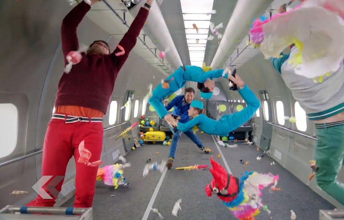 Le groupe «OK Go» défie la gravité dans le clip d'Upside Down & Inside Out – Le Rewind (vidéo)