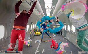 Le groupe «OK Go» défie la gravité dans le clip d'Upside Down & Inside Out