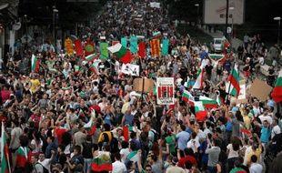 Des milliers de manifestants ont demandé lundi à Sofia, pour le quatrième jour consécutif, le départ du Premier ministre bulgare Plamen Orecharski, soutenu par les socialistes, qui avait mis en garde plus tôt dans la journée contre une nouvelle impasse politique s'il venait à démissionner.