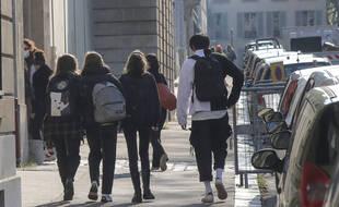 L'ensemble des adolescents de 16 à 18 ans pourraient avoir droit aux vaccins contre le Covid-19 à partir de juin 2021.