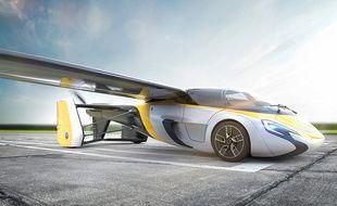 Mi-voiture, mi-avion, le modèle d'AeroMobil est présenté ce jeudi au salon Top Marques de Monaco.