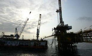 Une plateforme pétrolière le 14 octobre 2003 au large des côtes angolaises