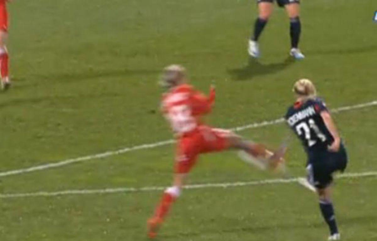 Capture d'écran du but la Lyonnaise Lara Dickenmann. – 20minutes.fr