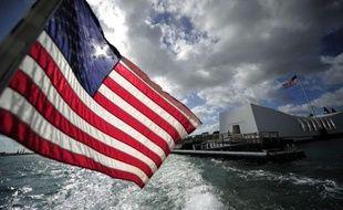 Soixante-dix ans après Pearl Harbor, l'épave de l'Arizona, énorme cuirassé coulé par l'aviation japonaise, laisse toujours s'échapper de l'essence, évoquant pour certains les larmes du millier de marins engloutis avec le navire.