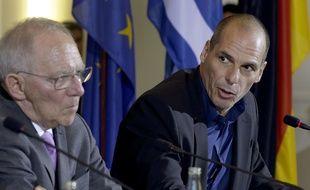 Le ministre des Finances allemand Wolfgang Schaeubl avec son homologue grec Yanis Varoufakis, lors d'une conférence de presse à Berlin, le 5 février 2015.