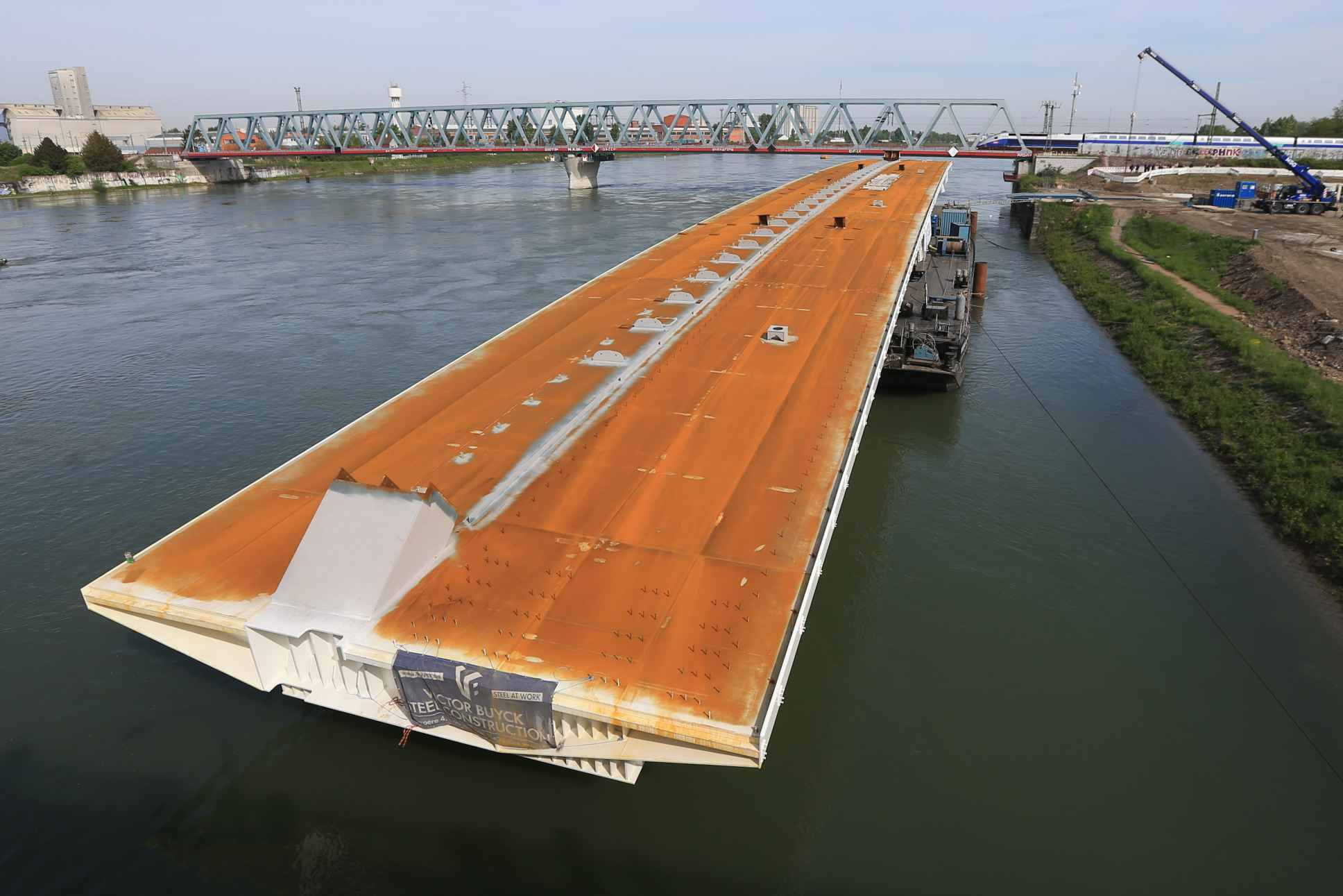 strasbourg le nouveau pont d barque vers l 39 allemagne. Black Bedroom Furniture Sets. Home Design Ideas