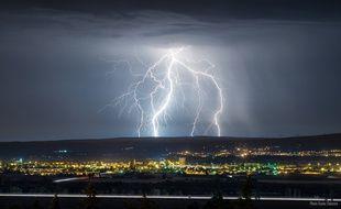Un foudroiement lors d'un orage (illustration).