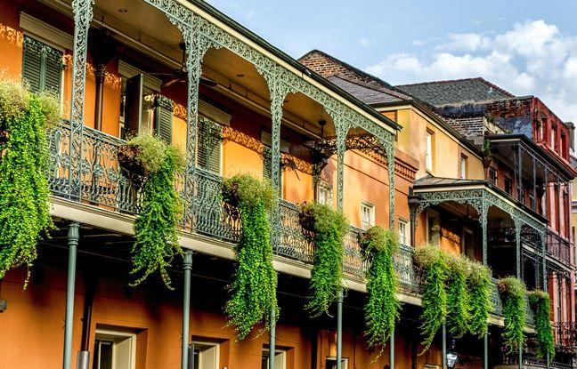 Impossible de se promener dans la ville sans s'arrêter, ne serait-ce qu'une minute, pour contempler l'étrange beauté de ses façades.