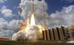 Un décollage précédent d'Ariane 5, le 17 novembre 2016 à Kourou.