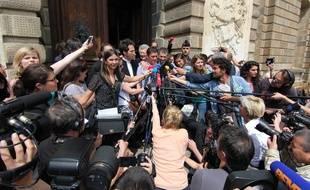 Daniel Legrand et son avocat Julien Delarue devant la cour d'assises d'Ille-et-Vilaine à Rennes après l'acquittement de Daniel Legrand.