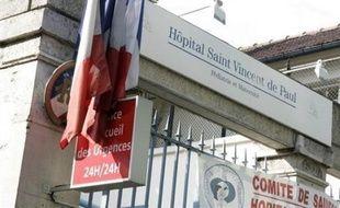 Un enfant de trois ans est décédé mercredi soir à l'hôpital Saint-Vincent-de-Paul à Paris (XIVe), victime d'une erreur de médicament administré par une infirmière qui a reconnu s'être trompée.
