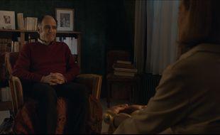 Frédéric Pierrot est Philippe Dayan et Carole Bouquet est Esther dans la série « En Thérapie » d'Eric Toledano et Olivier Nakache.