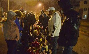 Hommage rendu à Michael Brown, un jeune Noir non armé abattu par un policier blanc, à Ferguson le 13 mars 2015
