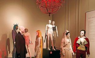 Au musée des Tissus, lors de l'exposition Les costumes de légendes de l'Opéra.