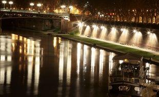 Les quais de la Garonne à Toulous, côté Daurade. Illustration.