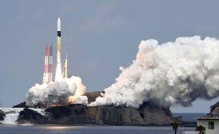 Le lancement de la fusée H-2A avec à son bord la sonde Hayabusa, le 3 décembre 2014, au centre spatial de Tanegashima.