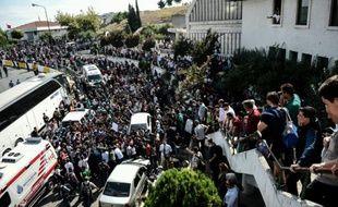 Des réfugiés prennent d'assaut la gare routière d'Istanbul pour tenter d'acheter des tickets pour aller en bus à Edirne, porte d'entrée terrestre vers la Grèce, le 15 septembre 2015