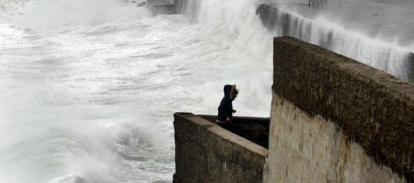 Illustration d'une mer démontée à cause des vents tempétueux.