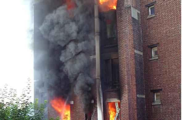 six morts dans l 39 incendie d 39 un immeuble asni res sur seine. Black Bedroom Furniture Sets. Home Design Ideas