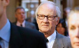 """La défense de Pierre Pallardy, l'ancien """"ostéo des stars"""" poursuivi pour viols et agressions sexuelles sur 19 patientes, a demandé vendredi son acquittement, réclamant à la cour d'assises de Paris un verdict """"juste""""."""