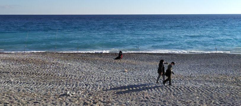 Les pêcheurs de la Promenade-des-Anglais ne sont pas perturbés par le confinement.