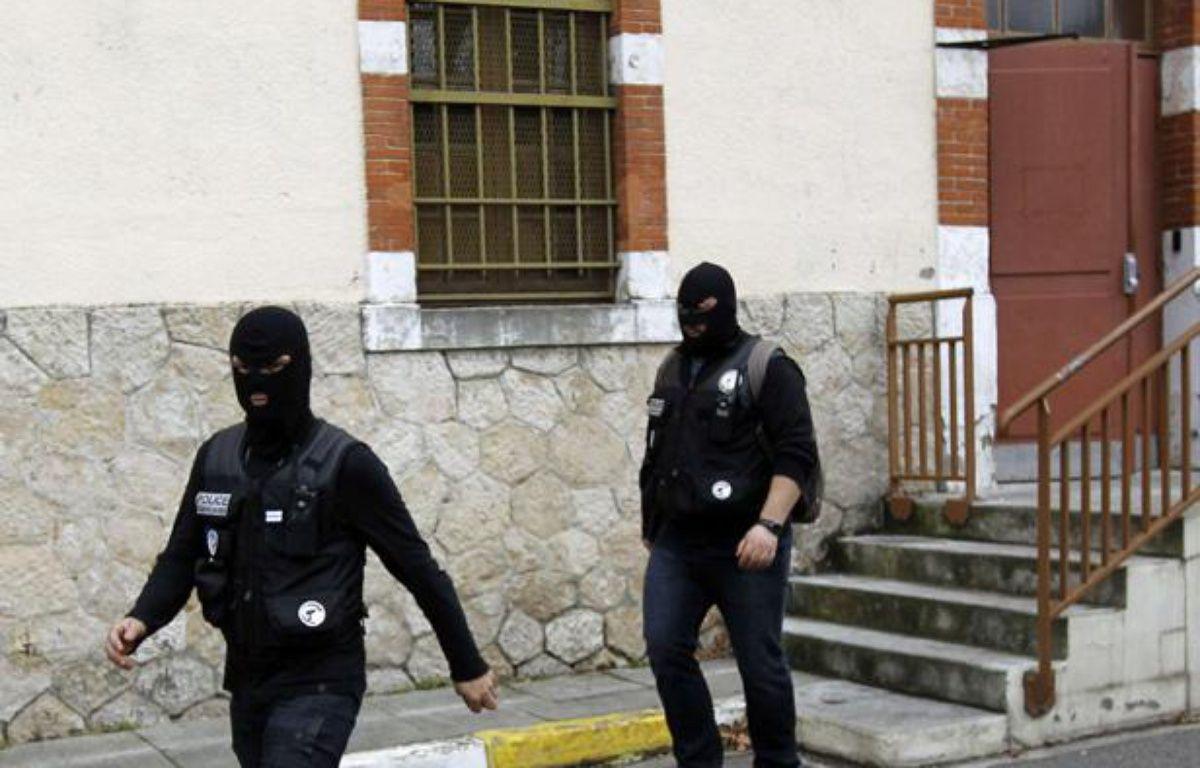 Les hommes du raid à Toulouse, après une fusillade avec Mohamed Merah, le principal suspect des tueries de Toulouse et Montauban, le 21 mars 2012. – AP Photo/Christophe Ena