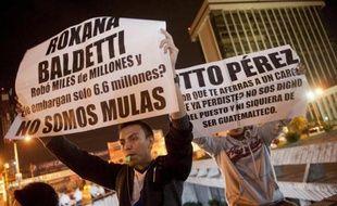 Plusieurs milliers de manifestants défilent le 30 mai 2015 devant le palais de justice de Guatemala pour réclamer la démission du président Otto Pérez