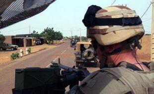Un soldat français de l'opération Serval le 16 octobre 2013 dans les environnements de Gao au Mali