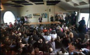Dans une salle au départ bondée, mais qui s'est progressivement vidée, Laurent Joffrin a exposé son plan et répondu aux questions de salariés de Libération pendant deux heures et demi.