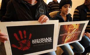 Des chrétiens assyriens venus d'Irak et de Syrie, réfugiés au Liban, prient le 26 février 2015 pour les 220 assyriens enlevés par Daesh.