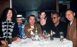 Hubert Boukobza (deuxième en partant de la droite) et Robert de Niro aux Bains Douches en 1991.